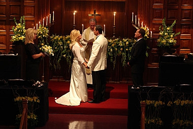 couple saying vows